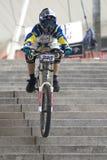 Raza de bicicleta en declive urbana Fotografía de archivo libre de regalías