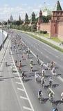 Raza de bicicleta en el terraplén del Kremlin Fotografía de archivo libre de regalías