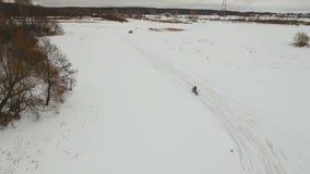 Raza de la motocicleta del invierno almacen de metraje de vídeo
