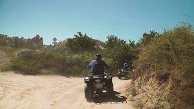 Raza de la velocidad en bosque almacen de metraje de vídeo