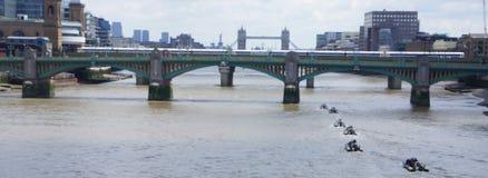 Raza de la velocidad en el río Támesis Imagen de archivo libre de regalías