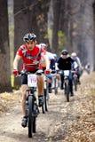 Raza de relais a campo través de la bici de montaña Foto de archivo