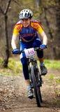 Raza de relais a campo través de la bici de montaña Fotos de archivo