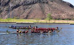 Raza de tres barcos durante el festival del barco del dragón Imagenes de archivo
