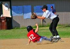 Raza del béisbol contra la bola Fotos de archivo