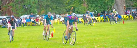 raza del ciclo de 2 millas en los juegos de la montaña de Strathpeffer Fotos de archivo
