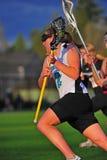 Raza del lacrosse de las muchachas a la meta Fotografía de archivo