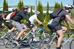 Raza masculina de los jinetes de la bici Fotos de archivo libres de regalías