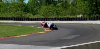 Raza que arrincona de la motocicleta Imagen de archivo libre de regalías