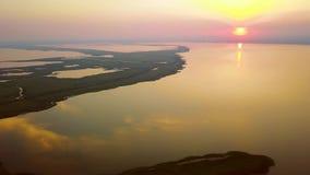 Razim-Sinoe lagun på solnedgången som lokaliseras i den södra delen av Donaudeltan lager videofilmer