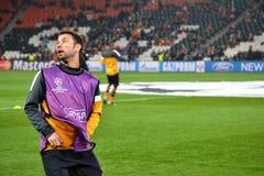 Razvan tjaller för matchen av mästareligan Arkivfoton
