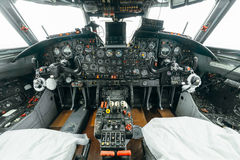 An-24rb à l'aéroport Photos stock