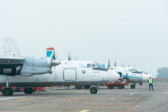 An-24rb all'aeroporto Immagini Stock
