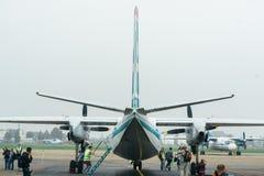 An-24rb en el aeropuerto Foto de archivo