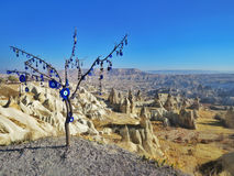 Árbol con los males de ojo en Capadocia Imagen de archivo