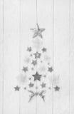 Árbol de navidad de una colección con blanco, estrellas de la plata y del gris Fotos de archivo libres de regalías