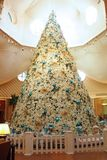 ?rbol de navidad en el hotel del delf?n de Disney Imágenes de archivo libres de regalías