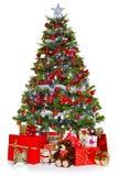 Árbol de navidad y presentes aislados en blanco Imágenes de archivo libres de regalías