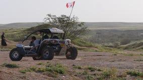RC儿童车在沙漠 股票视频