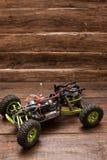 Rc汽车在木背景的模型玩具 免版税图库摄影