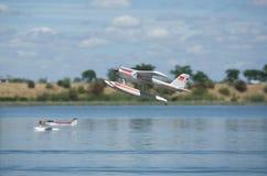 RC-Hydroplane som tar av Fotografering för Bildbyråer