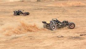 RC ras met fouten op een woestijn stock fotografie