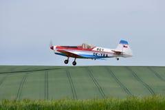 RC stuk speelgoed vliegtuig modelZlin stock foto
