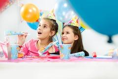 Réception de joyeux anniversaire d'enfants Photo stock