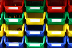 Récipients en plastique colorés Images stock