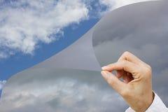 Räcka det ändrande klimatet, begreppsmänniska gör miljön bättre Arkivfoto