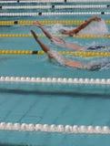 Rückenschwimmen Stockfotos