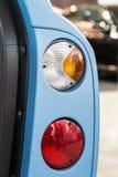 Rücklichtautos mit offenen Türen Stockbilder