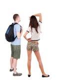 Rückseitige Ansicht der jungen Paare Stockfoto