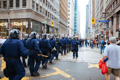 RCMP官员前进 免版税图库摄影