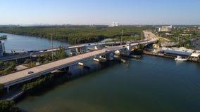 163rd街道吊桥北部迈阿密FL的空中图象 库存图片