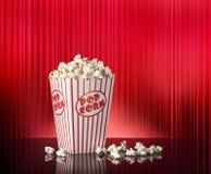 Röd bakgrund för popcorn Royaltyfri Bild