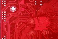Röd bakgrund för textur för strömkretsbräde av datormoderkortet Royaltyfri Foto