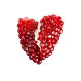 Röd bruten hjärta av granatäpplefrö Arkivbild