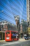 Röd buss för dubbel däckare i London Royaltyfri Bild
