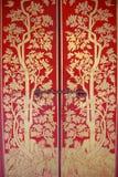 Röd dörr med guldmålningen Fotografering för Bildbyråer