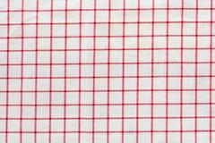 Röd för bordduk rutig och vit texturbakgrund Arkivbilder