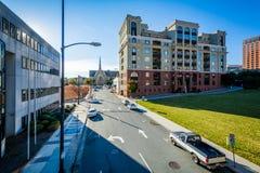 3rd gata och byggnader i i stadens centrum Winston-Salem, norr Caroli Royaltyfria Foton