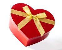 Röd hjärta formad gåvaask Arkivfoto
