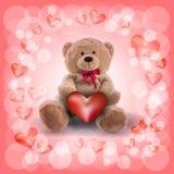 röd hjärta och en nallebjörn Arkivfoto