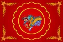 Röd kinesisk drake på röd bakgrund Royaltyfri Foto