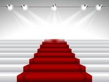 Röd matta under strålkastare Royaltyfri Bild
