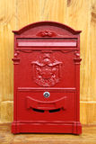 Röd metallbrevlåda Royaltyfria Bilder