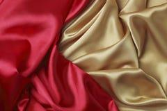 Röd och guld- satäng Arkivfoto