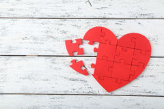 Röd pusselhjärta Arkivfoto