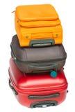 Röd resväska med den blåa hatten Arkivbilder